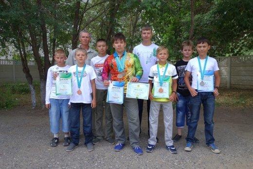 Воспитанники Детской технической школы, победители республиканского соревнования по авиамодельному спорту
